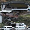 事件現場の飯干さん宅では現場検証が続けられた
