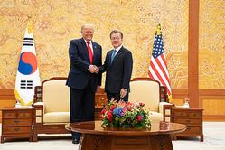 韓国に「どっちの味方か早く決めろ」——写真は6月30日の米韓首脳会談(The White House Flickrより)