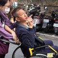 昨年1月自殺を図り、病院に搬送される台湾人実業家の陳世憲容疑者(2018年1月19日撮影)。(c)AFP=時事/AFPBB News