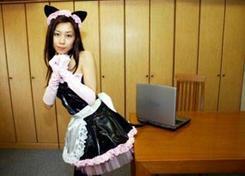 【ファンキー通信】ネコ耳、尻尾のメイド服をビジネスに!