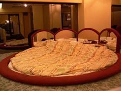 【ファンキー通信】ラブホテルの回転ベッドはなぜ消えた?