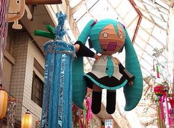 阿佐ヶ谷七夕祭りに飾られたはちゅねミク