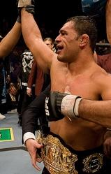 UFC2戦目にして王座を手中に収めたノゲイラ。今後のヘビー級戦線の主軸はこの男ということになる