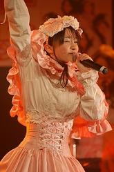 """ボーカルの""""ロビン""""こと岡田ロビン翔子=東京・秋葉原の石丸電気SOFT2で"""